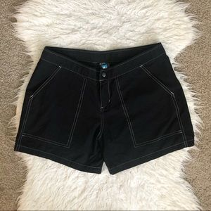 Kuhl black outdoor shorts pockets